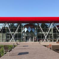 Здание фехтовального центра в Новосибирске. 2019 г.